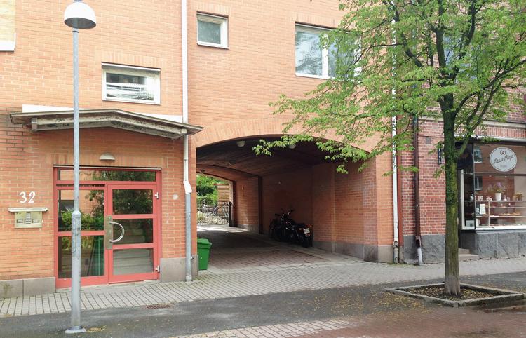 Innergård endast nåbar via portal begränsar åtkomligheten för räddningstjänsten.