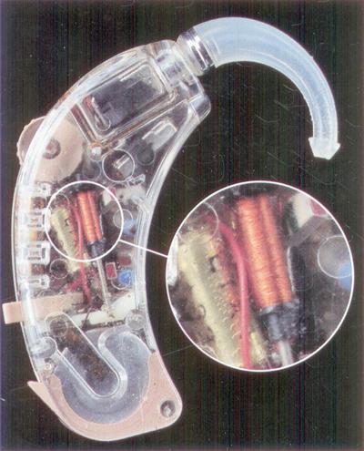Telespolen i en bakom-örat-hörapparat.