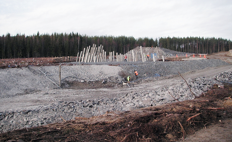 Grundläggning med pålar vid nybyggnad av järnväg. Foto: SGI