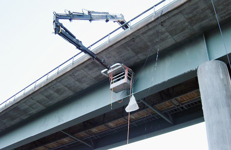Montagearbete på Pitsundsbron.