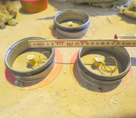 Montage av trippelpunkt för exaktare bestämning kan användas vid osäkerheter. Stålringarna sitter som påkörningsskydd för mätpunkten.
