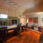 Design av små rum för musik och filmljudsproduktion